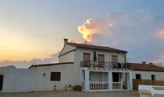 For long-term let: 4 bedroom house / villa in Villena