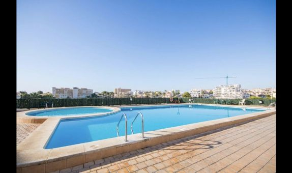 For short-term let: 2 bedroom apartment / flat in La Zenia