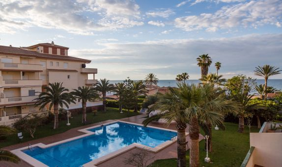 For short-term let: 2 bedroom apartment / flat in Denia