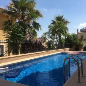 For short-term let: 3 bedroom house / villa