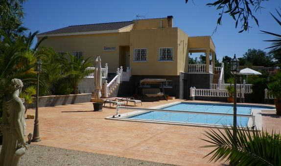For sale: 5 bedroom house / villa in Moralet