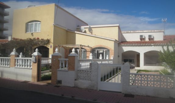 For sale: 2 bedroom house / villa in Punta Prima