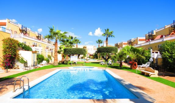 For long-term let: 2 bedroom house / villa in La Zenia