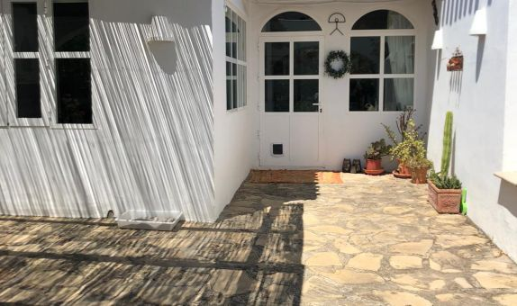For long-term let: 3 bedroom bungalow in Cortijo Grande