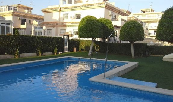 For short-term let: 3 bedroom house / villa in Playa Flamenca