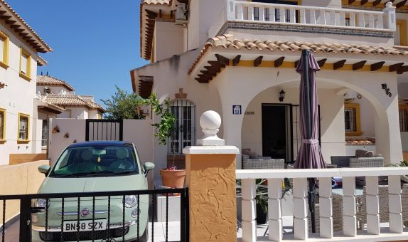 For long-term let: 3 bedroom house / villa in Cabo Roig, Costa Blanca