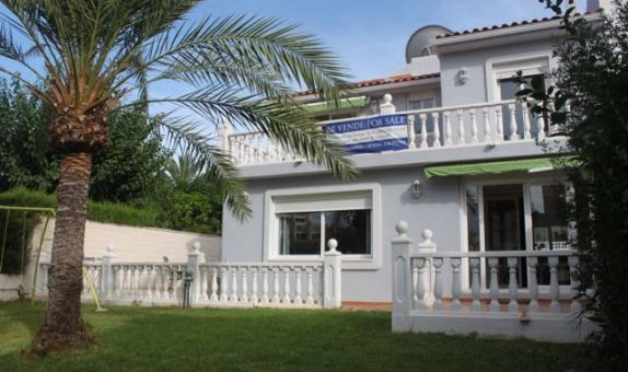 For sale: 4 bedroom house / villa in Benimar