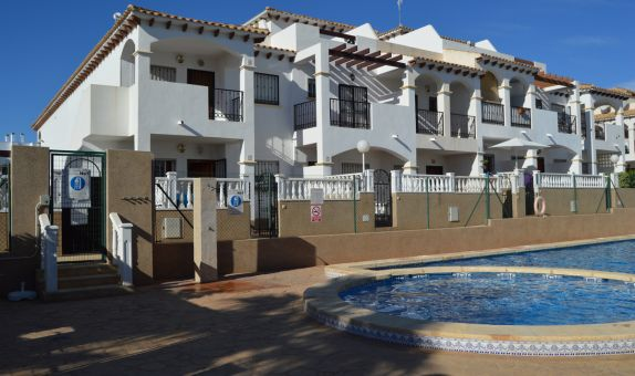 For short-term let: 2 bedroom apartment / flat in Punta Prima