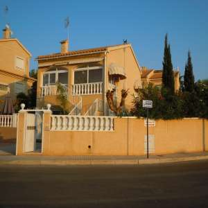 For sale: 4 bedroom house / villa
