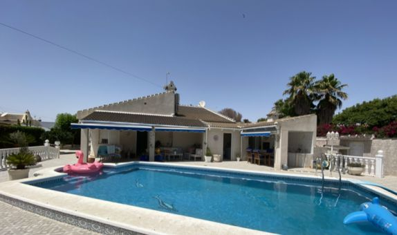For sale: 4 bedroom house / villa in Los Alcázares