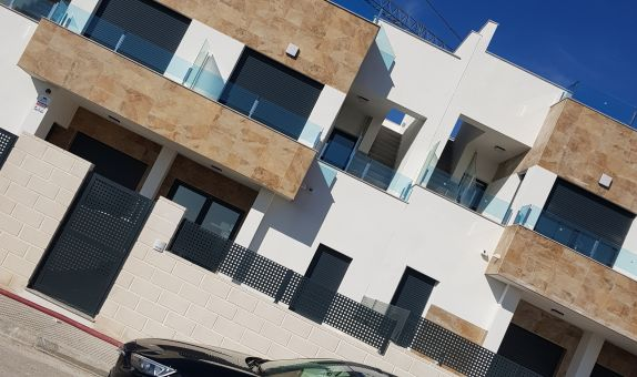 For long-term let: 3 bedroom house / villa in Villamartin