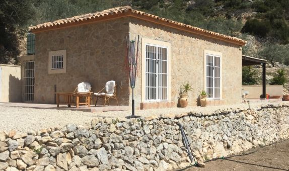 For long-term let: 2 bedroom finca in Guadalest