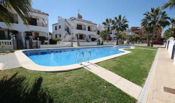For short-term let: 2 bedroom apartment / flat in Villamartin, Costa Blanca