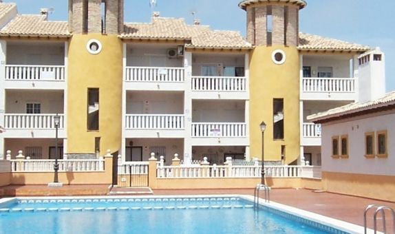 For short-term let: 2 bedroom apartment / flat in La Marina