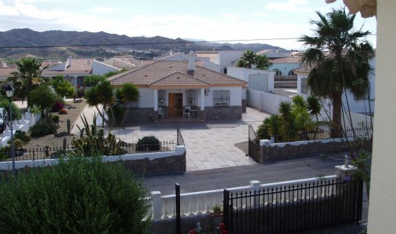 For long-term let: 3 bedroom house / villa in Arboleas